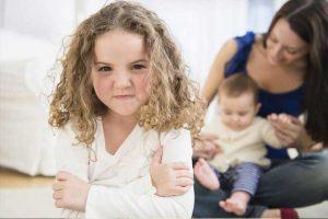 برخورد مناسب با حسادت در کودکان
