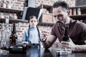 تاثیرات والدین الکلی بر کودکان