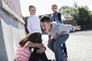برخورد با قلدری کودکان