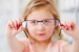 تشویق کودکان به عینک زدن