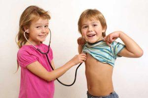 دکتربازی بچهها، انحراف یا طبیعی؟