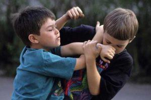 رفتارهای قلدری علیه کودک شما