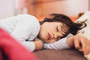 مشکلات و توصیههایی برای خواب کودکان