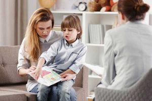 چه زمانی کودکم را نزد روانشناس ببرم؟