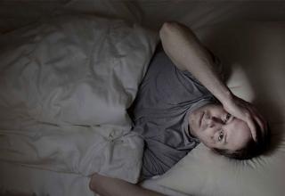 علت بیدار شدن در اواسط شب