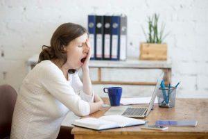 تاثیر کم خوابی بر شما و زندگی شغلی
