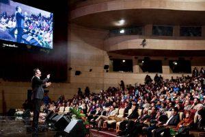 سخنرانی در گروه ها و همایش های بزرگ